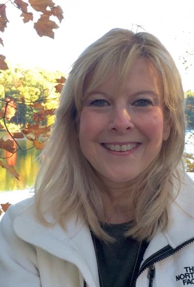Headshot of Dr. Lori Beasley
